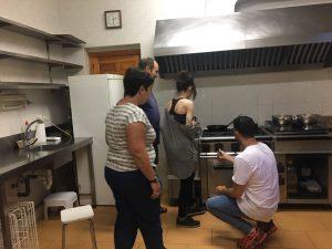 cocina en Berzosa durante la salida de verano de amai tlp trastorno limite de la personalidad